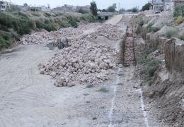 شهردار لار از عملیات دیوار چینی رودخانه های فصلی شهر لار خبر داد